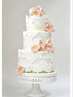 Lace me up - wedding cake