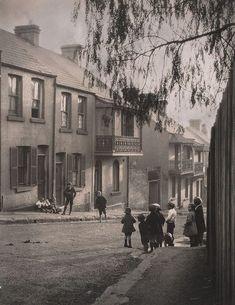 A Surry Hills alleyway, 1911, Harold Cazneaux. (1878 - 1953)