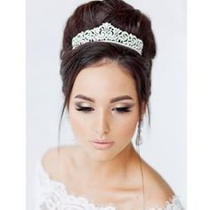 cuttest crystal wedding hairstyle for womens with long length hair in photos and trends Romantic Curls, Romantic Wedding Hair, Beach Wedding Hair, Wedding Hair And Makeup, Wedding Updo, Wedding Bride, Wedding Ideas, Bridal Makeup, Romantic Hairstyles