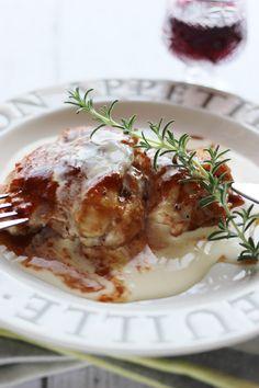 鶏もも肉のブラウンソース by さっちん (佐野幸子) 「写真がきれい」×「つくりやすい」×「美味しい」お料理と出会えるレシピサイト「Nadia | ナディア」プロの料理を無料で検索。実用的な節約簡単レシピからおもてなしレシピまで。有名レシピブロガーの料理動画も満載!お気に入りのレシピが保存できるSNS。 Meat Chickens, Bon Appetit, Main Dishes, Food And Drink, Tasty, Favorite Recipes, Snacks, Cooking, Breakfast