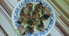 Dried prune and bacon wraps Dried Prunes, Homemade Cosmetics, Bacon Wrapped, Bon Appetit, Asparagus, Wraps, Cooking Recipes, Notes, Vegetables