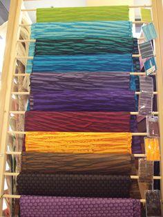 Flotte farvekombinationer men specielle tone i tone farver i materialet