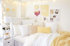 Dorm Room Themes, Dorm Room Colors, Pink Dorm Rooms, Dorm Room Designs, Cute Dorm Rooms, Bedroom Themes, College Girl Bedrooms, College Dorm Rooms, College Life