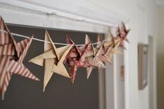 Origami Star garland - Christmas Craft week DIY Star Garland Christmas crafts - Girl about townhouse. Love this rustic look!DIY Star Garland Christmas crafts - Girl about townhouse. Love this rustic look! Christmas Makes, Noel Christmas, Handmade Christmas, Christmas Ornaments, Christmas Origami, Diy Christmas Bunting, Chritmas Diy, Christmas Cactus, Etsy Christmas