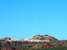 #Jaén #Vilches - Vista general GPS 38.202575, -3.507128  Foto de Ginés Collado  Su extensión superficial es de 274 km² y tiene una densidad de 18,31 hab/km². Puede accederse al municipio por las carreteras comarcales nº 3217 de la Carolina a Úbeda y nº 3210 de Linares a Orcera. Vilches cuenta también con una estación de ferrocarril de la línea Madrid-Cádiz.