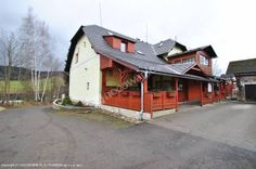 Pensjonat U Julka zaprasza na wypoczynek do miejscowości Bělá pod Pradědem. W pobliżu jest wiele tras biegowych i zjazdowych, w lecie jest tu możliwość kąpieli w krytym basenie, kąpieli bąbelkowych lub słynnych masaży w niemniej słynnym sanatorium V.Priessnitza, które znajduje się w odległości 10 km. Więcej informacji na: http://www.nocowanie.pl/czechy/noclegi/jesenik/pensjonaty/136847/