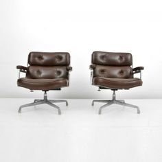 "Pair Charles & Ray Eames ""Time-Life"" Chairs : Lot 319.  Pair of adjustable ""Time-Life"" office chairs by Charles & Ray Eames. (Key Word Search: Herman Miller, Knoll, Charles & Ray Eames, George Nelson, Alexander Girard, Isamu Noguchi, Harry Bertoia, Norman Cherner, Warren Platner, Eero Saarinen, vintage retro modern mid century)"