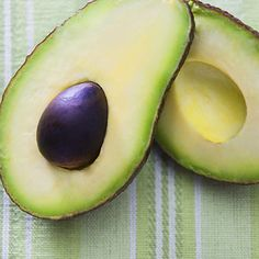 The creamy flesh of the avocado is a great fiber source; a two-tablespoon serving of avocado has about 2 grams of fiber and an entire fruit contains around 10 grams Best Fiber Foods, High Fiber Foods, Avocado Baby Food, Avocado Recipes, Avocado Salad, Avocado Health Benefits, Filling Food, Fiber Diet