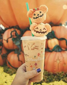 Halloween at Disney! I love going into the park and grabbing a drink from Starbucks and then going to sit in the hub. The little pumpkin Mickey and Minnie are a cute addition to this picture too! Disneyland Halloween, Halloween Snacks, Fall Halloween, Happy Halloween, Disney World Halloween, Halloween Horror, Halloween Tumblr, Halloween Inspo, Spirit Halloween