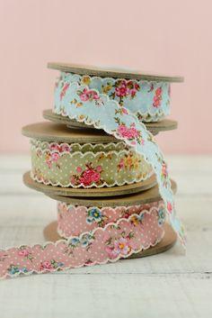 Gorgeous floral scalloped ribbon