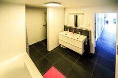 - à vendre - Appartement - 3 chambres à coucher   - - surface habitable de 110 m2 - Opportunité centre ville! Très bel appartement 3 chambres, moderne, avec mezzanine et terrasse. L'appartement (année 2011) situé au 3e étage de l'imme  - ascenseur - double vitrage - étage du bien: 3 1 bain(s) -   1 garages intérieurs -   1 emplacements -  - parlophone - surface terrasse: 8 m2
