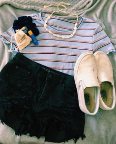 outer banks preference - first date outfit - Wattpad Casual Chic Outfits, Cute Teen Outfits, Cute Comfy Outfits, Cute Outfits For School, Teen Fashion Outfits, Teenager Outfits, Cute Summer Outfits, Simple Outfits, Girl Outfits