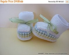 on sale Knitted baby booties knitted baby shoes in pink by AnaSwet