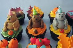 Three squirrels made out of fondant and gumpaste all sporting their own party hat. Cupcake Pictures, Cupcake Images, Squirrel Food, Cupcake Recipes For Kids, Cupcake Bakery, Sweet Cupcakes, Thanksgiving Ideas, Squirrels