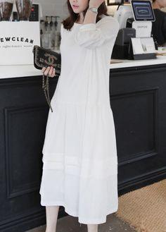 Twirl around with grace and poise in this lightweight midi dress. #miamasvin #kfashion #koreanfashion #dress
