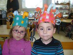 couronne des rois en tissage Diy Playing Cards, Grand Prince, Queen Of Hearts Costume, Mardi Gras, Blog, Kids, Nouvel An, Kindergarten, Classroom