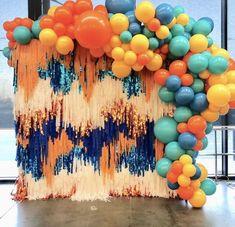 Balloon Garland, Balloon Decorations, Birthday Decorations, Diy Event Decorations, Balloon Ideas, Balloon Wall, Streamer Backdrop, Paper Backdrop, Ceremony Backdrop