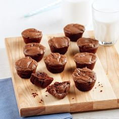 Bouchées de brownies - 5 ingredients 15 minutes Cupcake Frosting, Cupcakes, Profiteroles, Biscuits, Deserts, Food Porn, Dessert Recipes, Sweets, Cooking