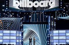 ВЛас-Вегасе 21мая прошла церемония награждения музыкальной премииBillboard Music Awards 2017. В рамках мероприятия былиотмеченызаслуги христианских исполнителей, сообщает сообщает 316NEWSсо ссылкой на invictory.com. В номинации «Лучший христианский исполнитель» победила Лорен Дейгл (Lauren Da