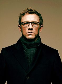 striking portrait of Daniel Craig. who doesn't want to look at James Bond for a little bit? Daniel Craig, Rachel Weisz, Beautiful Men, Beautiful People, Look Man, Actrices Hollywood, Wearing Glasses, Black And White Portraits, Famous Faces