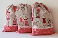 Mon sac à lingerie so girly. A girly bag for your dessous chics / fine… My Bags, Purses And Bags, Porta Lingerie, Sachet Bags, Drawing Bag, Girly Gifts, Fabric Bags, Love Sewing, Diy Embroidery