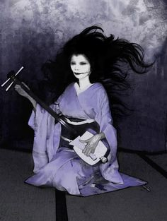 Kuchisake-Onna (The Slit Mouthed Woman) - Japanese folklore: She was once the… Kuchisake Onna, Mythological Creatures, Mythical Creatures, Japanese Culture, Japanese Art, Japanese Yokai, Paranormal, Japanese Urban Legends, Samurai