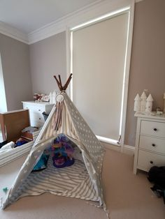 Children's bedroom with blackout roller blind Boys Bedroom Paint, Kids Bedroom Furniture, Bedroom Art, Modern Bedroom, Girls Bedroom, Bedrooms, Childrens Blinds, Blinds Inspiration, Bedroom Ideas For Small Rooms Diy