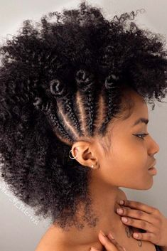 Natural Hair With Faux Hawk Hairstyle #naturalhair #curlyhair ★ Explore cool, trendy, and easy faux hawk styles for short, medium, and long hair. They can be done on straight and on curly hair. ★ See more: https://glaminati.com/faux-hawk-women-hairstyles/ #fauxhawkhairstyle #fauxhawk #fohawk #glaminati #lifestyle