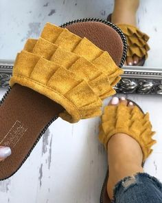 Shop Casual Bowknot Toe Post Flat Sandals right now, get great deals at Chiquedoll Trend Fashion, Fashion Shoes, Womens Fashion, Style Fashion, Fashion Mode, Fashion Brands, Cute Shoes, Me Too Shoes, Flat Sandals