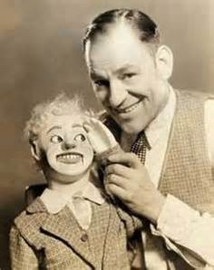 """Don't step on that spider - it might be Lon Chaney!"" popular expression in the Lon Chaney was a real genious when it came to tra. Classic Horror Movies, Horror Films, Movie Makeup, Lon Chaney, Ghost In The Machine, Film Images, Thing 1, Strange Photos, Hooray For Hollywood"