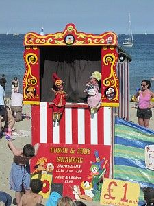Took my lil one to her proper punch and Judy Show yesterday was strangely appealing in an odd way British Seaside, British Isles, Seaside Beach, Beach Art, Dorset Holiday, Types Of Puppets, Punch And Judy, Seaside Holidays, Toy Theatre