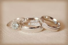 Ideas para las fotos de los anillos de boda. Te presento unas ideas para las fotos de los anillos de boda que no pueden dejar de tomar el gran día.