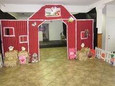 Need to make this for our foyer entrance for our HayDay VBS! Need a VBS theme like this! Farm Animal Party, Farm Animal Birthday, Barnyard Party, Farm Birthday, Farm Party, Vbs Crafts, Crafts For Kids, Vbs Themes, Bible School Crafts