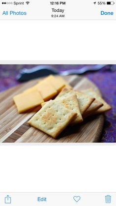 cheese and crackers Healthy Cooking, Healthy Snacks, Homemade Crackers, Homemade Cheese, Diet Journal, Chocolate Macadamia Nuts, Protein Shake Recipes, Food To Go, Almond Recipes