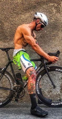 Tumblr — место, где можно самовыражаться, читать самое любимое и находить друзей по интересам. Cycling Shorts, Cycling Outfit, Men's Cycling, Hot Guys Tattoos, Lycra Men, Radler, Male Ballet Dancers, Rugby Men, Cycling Motivation
