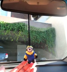 """MINI MINION (from the movie """"Despicable me"""") To use everywhere! Car, Keychain, backpack! Please, do not sell this pattern, sell only the amigurumi :) Yarn colors you are going to use: &…"""
