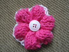 Simple Knit Flower — Free pattern from Craftsy Knitting Patterns Free, Knit Patterns, Free Pattern, Yarn Flowers, Knitted Flowers, Gift Suggestions, Yarn Crafts, Embroidery Thread, Knitting Projects