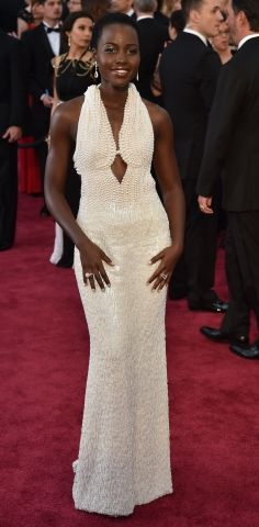 Lupita Nyong'o always dresses to impress. When it comes to her red carpet gowns, we have to pay tribute to this unforgettable custom pearl gown by Calvin Klein. Oscar Gowns, Oscar Dresses, Formal Dresses, Oscars, Ellie Saab Gowns, Robes D'oscar, Lupita Nyongo, Red Carpet Ready, Red Carpet Gowns
