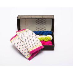 Oppskrift og ullgarn til pulsvanter med latvisk mønster Diy Knitting Kit, Knitting Patterns, Learn How To Knit, Mittens Pattern, Modern Outfits, Needles Sizes, Spring Time, Fingerless Gloves, Color Patterns