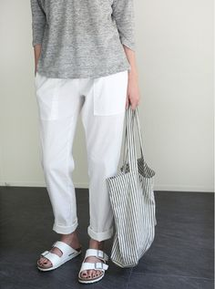 How to wear birkenstock casual minimal chic ideas Without any doubt, it is extremely Minimal Chic, Minimal Fashion, Street Mode, Paris Street, Linen Pants Outfit, Linen Trousers, Look Fashion, Fashion Outfits, Fashion Weeks