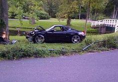 15-Jul-2014 10:54 - 18-JARIGE RIJDT PORSCHE TEGEN BOOM IN KAMPEN, AUTO ZWAAR BESCHADIGD. Een 18-jarige beginnend automobilist is gisteren in Kampen met zijn Porsche tegen een boom gereden. De Porsche is daarbij zwaar beschadigd geraakt. De automobilist kwam met de schrik vrij.