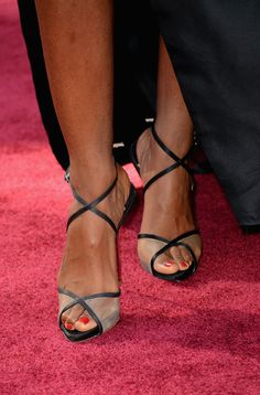 Kelly Rowland Photos Photos - Singer Kelly Rowland (shoe detail) attends the Oscars at Hollywood & Highland Center on February 24, 2013 in Hollywood, California. - Red Carpet Arrivals at the Oscars