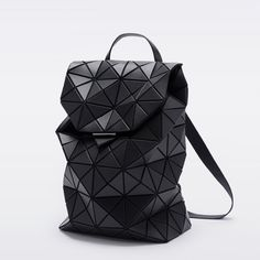 Origami bag leather issey miyake new ideas Satchel Purse, Backpack Purse, Leather Backpack, Unique Backpacks, Origami Bag, Geometric Fashion, Latest Bags, Issey Miyake, Casual Bags