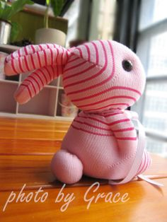 Bunny out of socks Sock Crafts, Fun Crafts, Sock Bunny, Bunny Bunny, Bunny Toys, Sock Monster, Sock Toys, Sock Animals, Sewing Toys