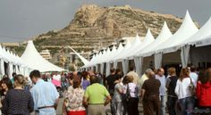 Piso de estudiantes en Rambla de Alicante. España. Outlet celebrado a finales del verano.En el puerto