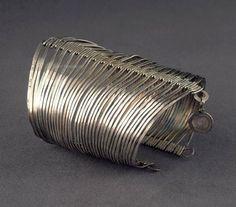 Bracelet | Alexander Calder.  Silver wire.  ca. 1940 | ©Calder Foundation, New York. /  ART128225