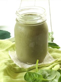 Frozen bananas and soymilk are blended with spinach, spirulina, raw cacao and blackstrap molasses in this green iron smoothie. Vegan Smoothies, Juice Smoothie, Smoothie Drinks, Smoothie Recipes, Healthy Juices, Healthy Drinks, Healthy Eating, Iron Rich Foods, Raw Cacao