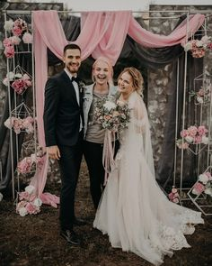 Современная классика, геометрия, сложный графитовый и нежный розовый - стали идеальным сочетанием в декоре свадебного дня Юли и Серёжи 8 сентября ❤️✨ на заднем плане мы расположили высокие панно окрашенные вручную хаотичными художественными мазками ❤️Больше фото #sotnik_party Организатор @zhenyakulinich Фотограф @arpic.me Локация @shaterdv