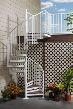 Katydidandkid offers outdoor spiral stairs that are the excellent equilibrium of design as well as sturdiness with customized coatings as well as design options. Open Stairs, Deck Stairs, Attic Stairs, House Stairs, Deck Railings, Staircase Outdoor, Casa Retro, Garden Stairs, Concrete Stairs