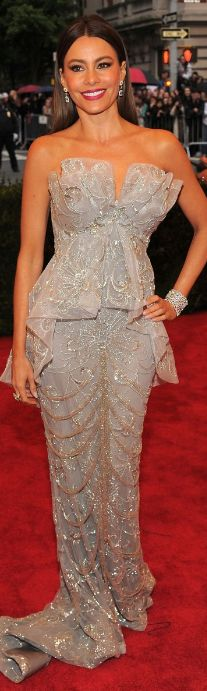 Who made Sofía Vergara's shoes, jewelry, and strapless gown that she wore in New York on May 7, 2012?